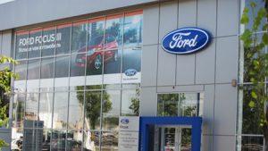 Оклейка фасадных окон в автосалоне FORD